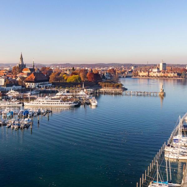 Luftaufnahmen ermöglichen neue Perspektiven. Hier: Konstanzer Hafen.