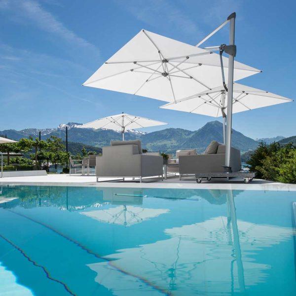 Architektur Fotografie pool mit Bergen