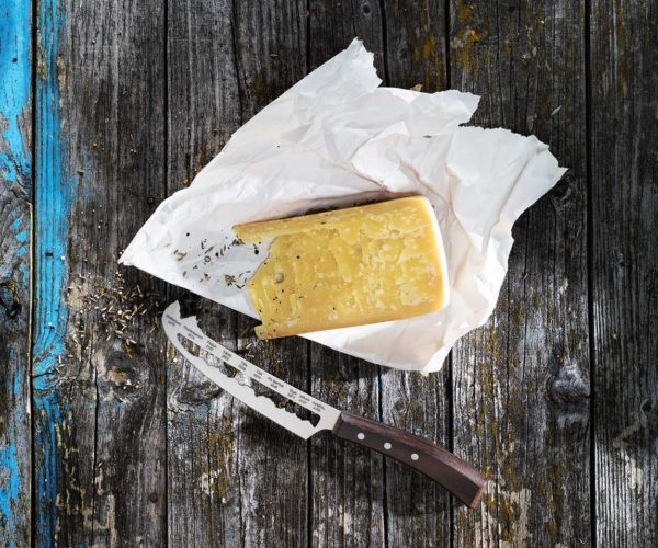 Produktfotografie Packshot: Messer Käse