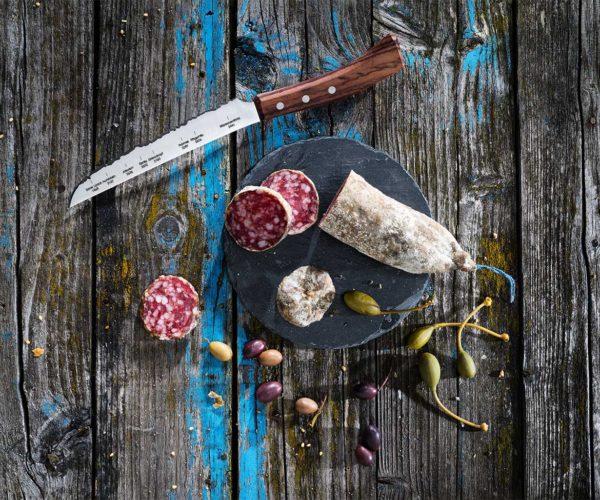 Produktfotografie Packshot: Messer mitt Wurst